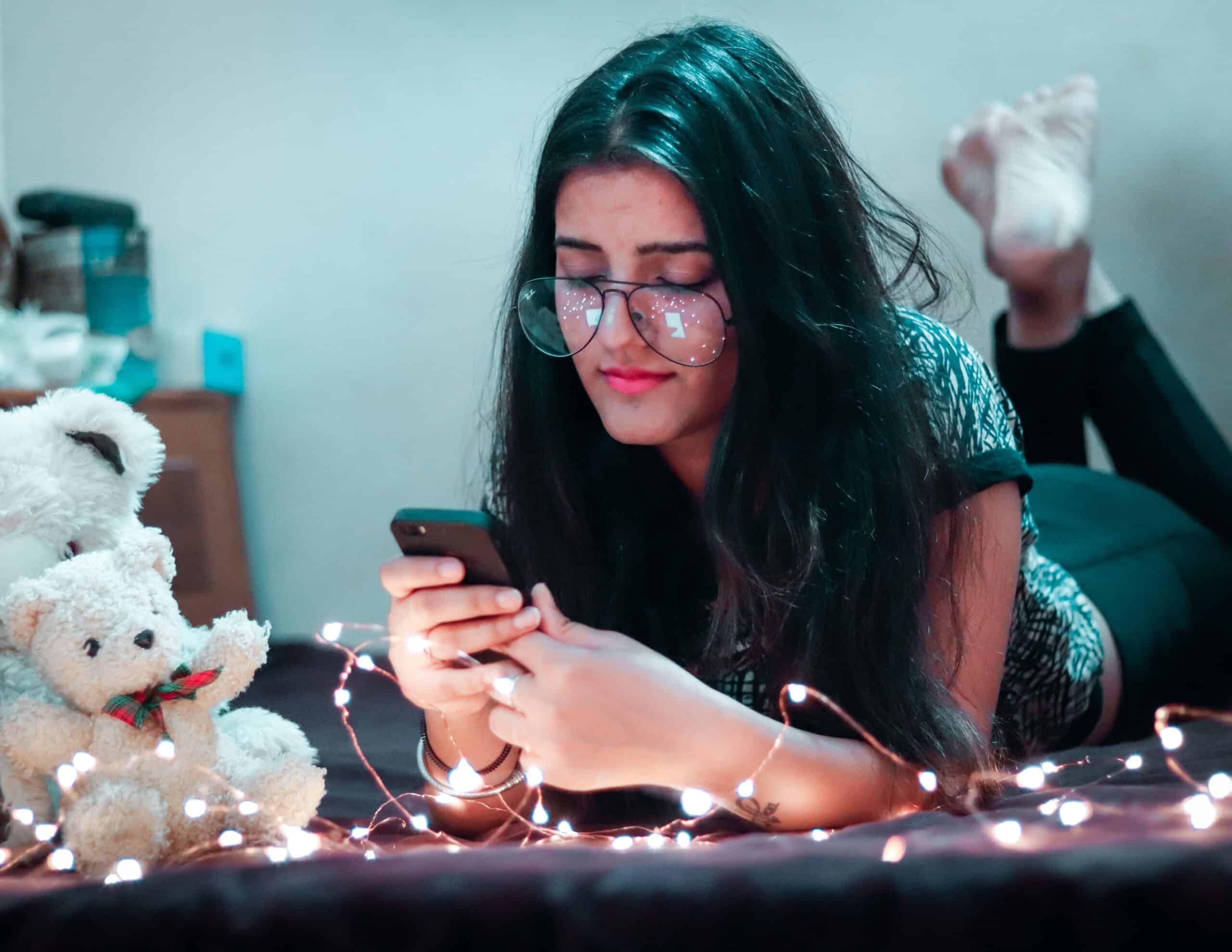 woman-texting